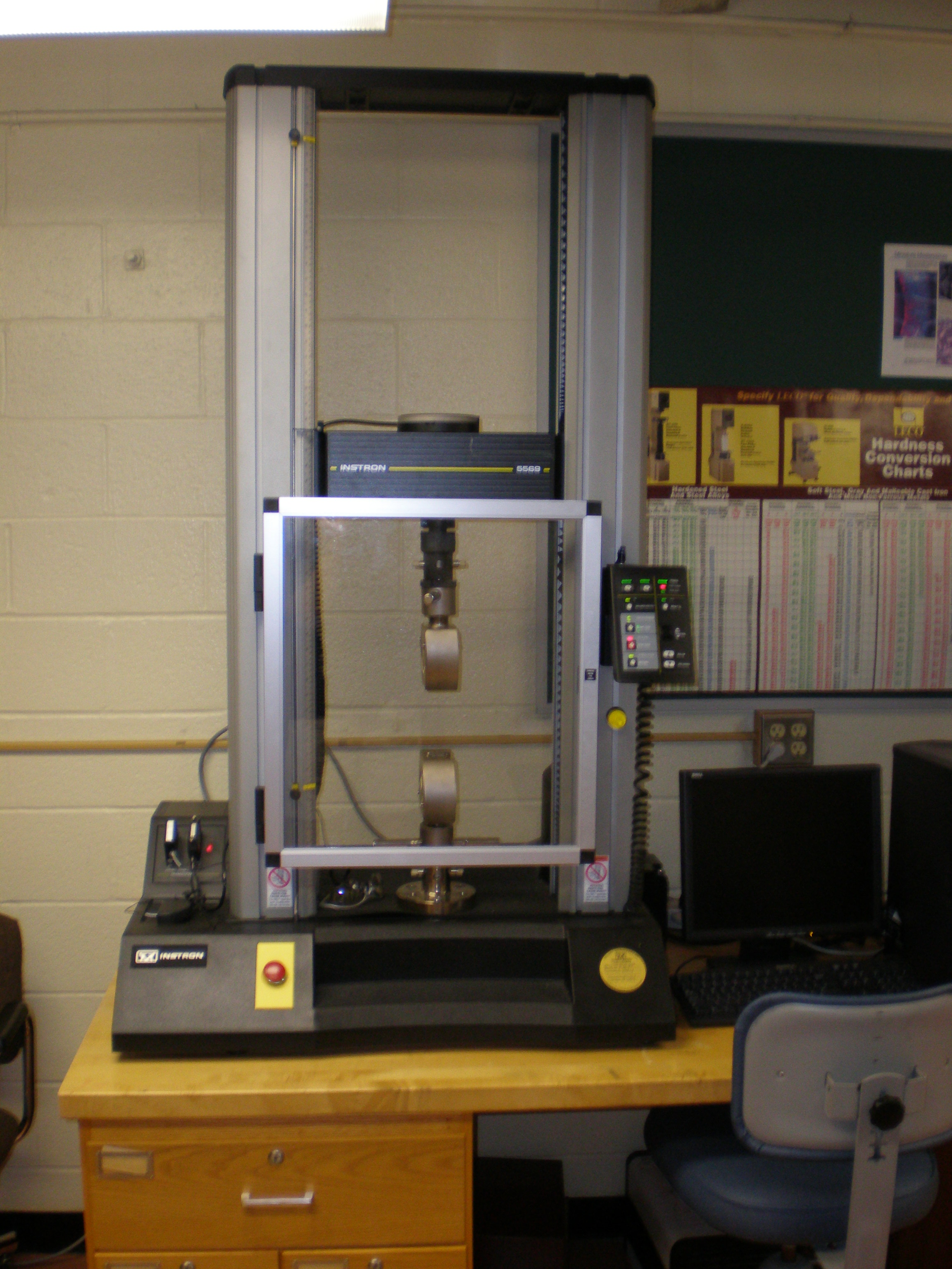 Instron Universal Materials Testing Machine