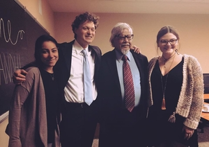 Arun Gandhi posing for a picture with students and faculty
