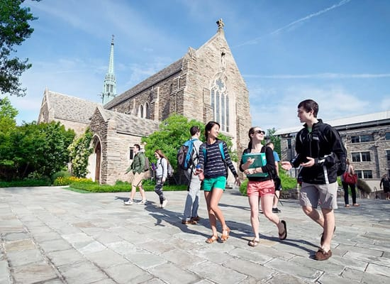 Students walking in front of the Alumni Memorial Chapel