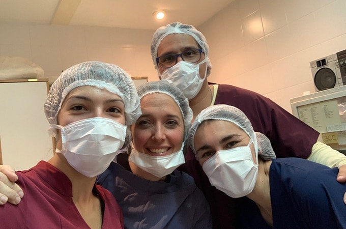 Selfie of Francesca Minicozzi with a group of doctors