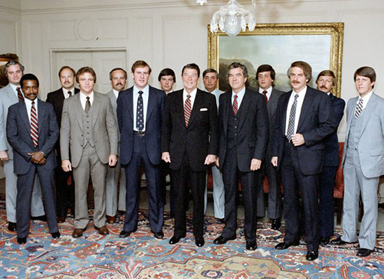 Jerry Parr with other secret service members standing around President Reagan in group photo.